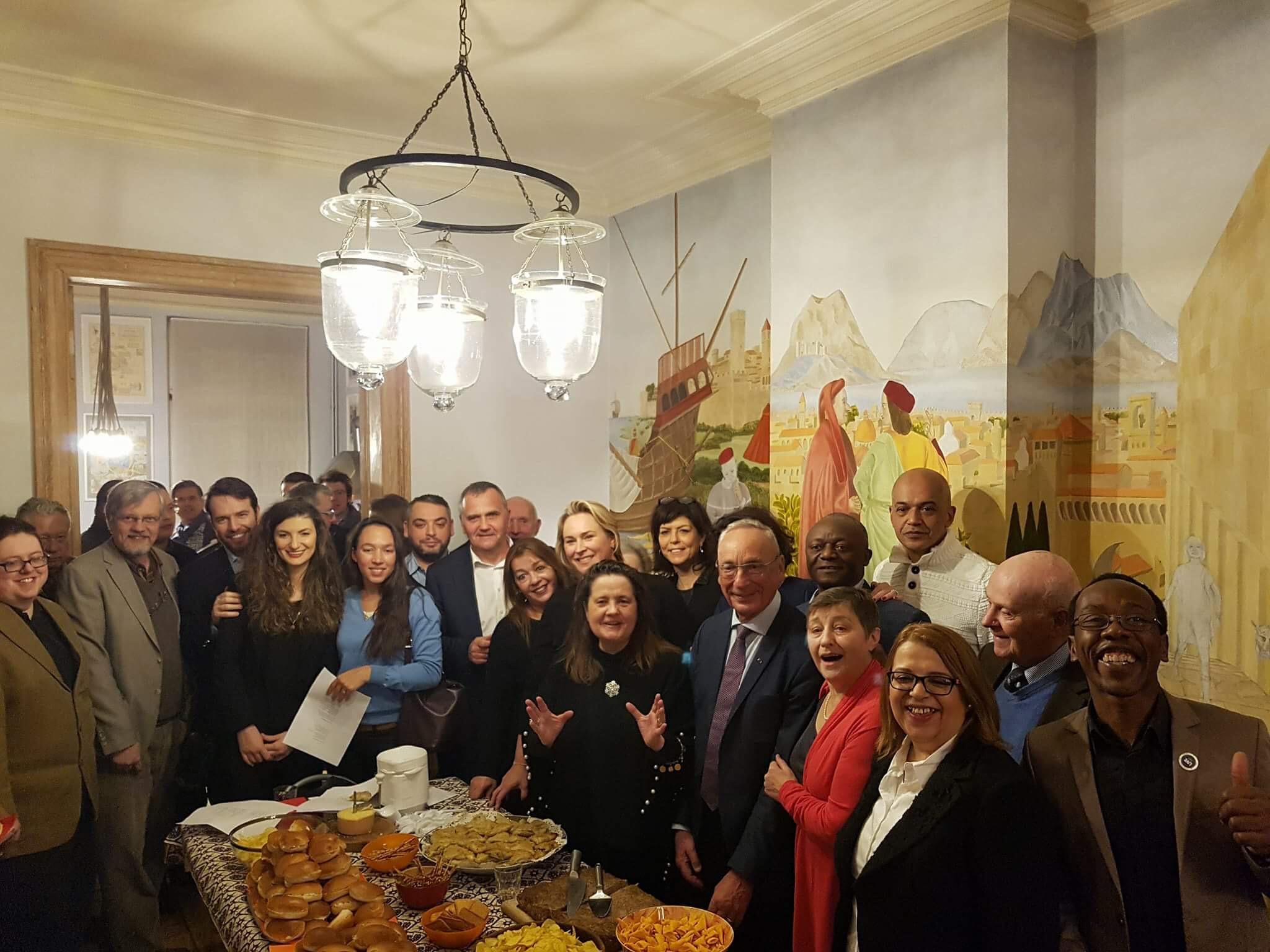 Ce mardi 9 janvier, réception de nouvel an de la section d'Ixelles. Ambiance festive et chantante :-)